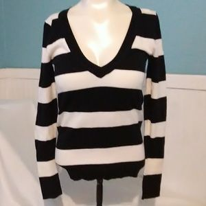 SO Womens V-Neck Sweater